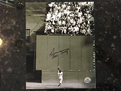 Willie Mays Autographed 8x10 Photo w/ Certificate of Authenticity (COA)