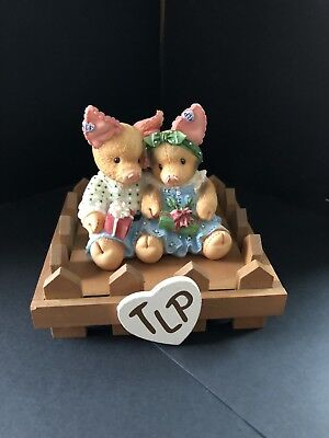 This Little Piggy Enesco TLP Pig pen Display And Holiday Pigs Figurine