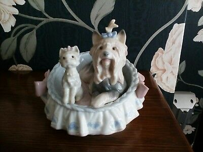 """Lladro figurine - """"our cozy home""""- 6469 - Yorkshire terrier and puppy in basket"""
