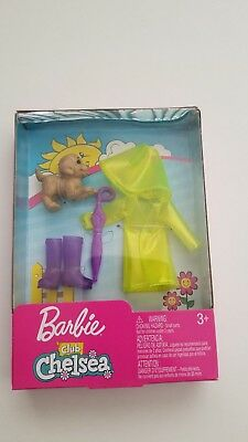 Barbie CLUB CHELSEA LITTLE SISTER DOLL FASHION & ACCESSORY PACK Rainy Day 2018
