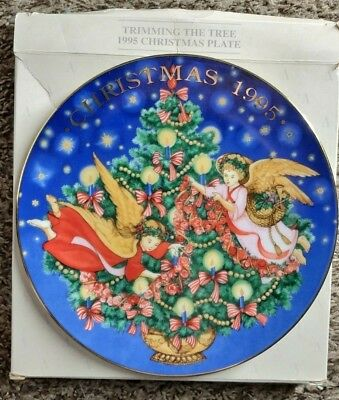 """Avon 1995 Christmas Collector's Plate """"Trimming The Tree Peggy Toole 22K Gold"""