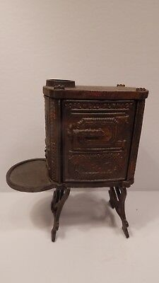 cast iron stove 6.5 in. x 5.5 in. x 2.5 in. good detail