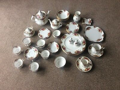 Royal Albert Old Country Roses Tea Set. 48 pieces, all in excellent condition