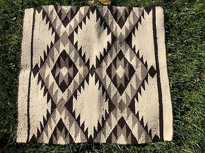 "VINTAGE NAVAJO NATIVE AMERICAN INDIAN RUG EYE DAZZLER PATTERN 29"" x 31"""