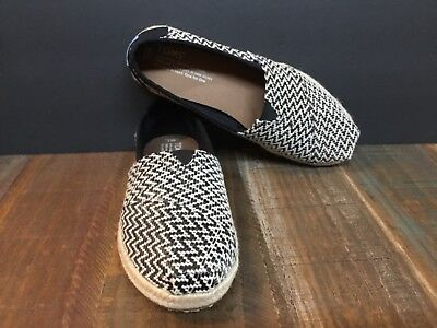 f7bf8d22183 New TOMS Womens Classics Black and White Woven Espadrilles flats shoes sz 7