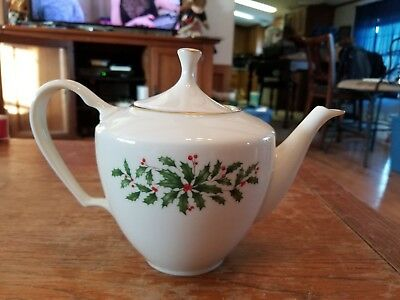 Lenox Holiday Holly Teapot Gold Trim