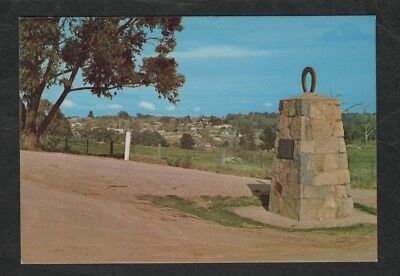 e2811)           POSTCARD OF THE GOLDEN HORSESHOES MONUMENT BEECH-WORTH VICTORIA