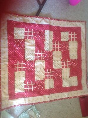 Lovely Hand Made Quilt. Approx 95 X 87 Cm
