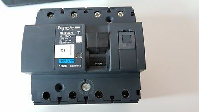 Schneider Electric 18656 Disjoncteur Modulaire Multi 9, NG125N, 4 Pôles, Courbe