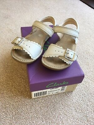 90e78404caf0 CLARKS IVY BLOSSOM Inf Size 10F Girls Sandals - £9.50
