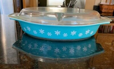 Vintage Pyrex Blue Snowflake Oval Divided 1 1/2 Qt Casserole Baking Dish & Lid