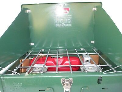 VINTAGE COLEMAN GREEN Camping Two Burner Camp Stove 425E499 Box Stove NEW
