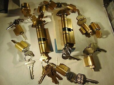 12  Knob And Lever Locks Cylinders All With Key.    Locksmith