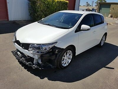 2016 Toyota Corolla automatic low 54km repairable light damage drives LIKE NEW