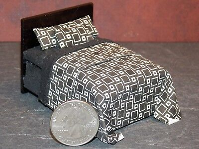Dollhouse Miniature Black & White Bed 1:24 Half scale 1/2 K78 Dollys Gallery