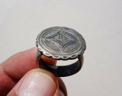 ancient late Roman - Middle Ages silver ring cross carved in the middle of bezel