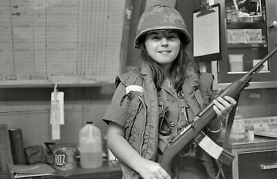 Vietnam War Photo US Army Nurse with M1 Carbine in Field Hospital  / 1554