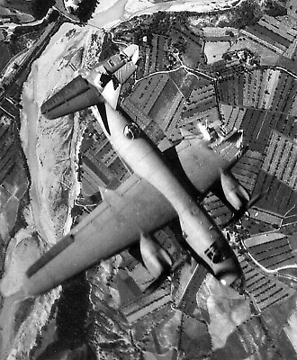 WW2 WWII Photo US Bomber Heavily Damaged Missing Wing USAAF World War Two / 5379