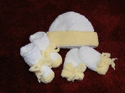 Hand Knitted Newborn Baby Set In White/lemon Beanie Bootees & Mittens 000