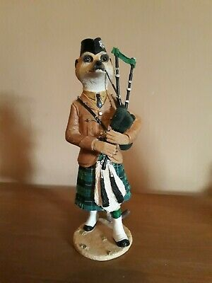 Country Artists Magnificent Meerkats Tam. Scottish piper.