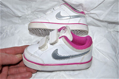 the latest 53329 e4ef5 Baskets bébé Fille NIKE blanche et Rose LOGO Argenté SNEACKERS scratchs P 22  TBE