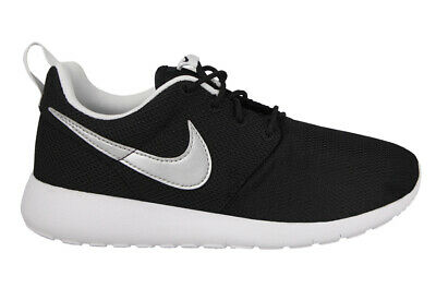 6c6c7f1977 NIKE JUNIORS ROSHE One GS 599728 021 Black/Silver UK 3-5.5 - EUR 47 ...