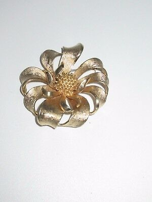 Coro Signed Pin Brooch Gold Tone Large Flower Floral Estate Vintage Antique CHIC