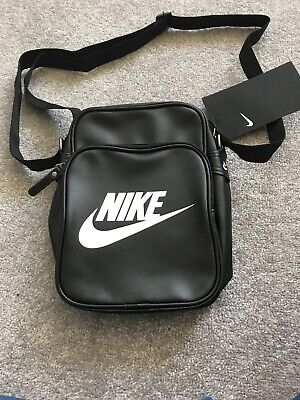 Nike Heritage Si Small Black Messenger Shoulder Bag BZ9798 019 New With Tags d5c8db17b6158