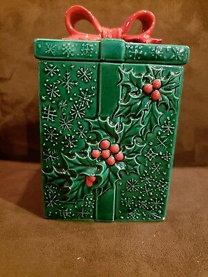Vintage Mid Century Lefton Christmas Covered Box w Holly / Berries and Red Bow