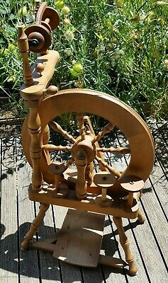Ashford traveller spinning wheel  + 4 bobbins, built in lazy Kate. Single drive