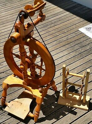 Ron Doley spinning wheel  + 4 bobbins & Lazy Kate. Single drive,single treadle