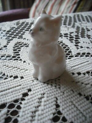 Rare Goebel - Tiny White Persian Cat/ Kitten - Take A Look - Bee Marked Ck 101 A