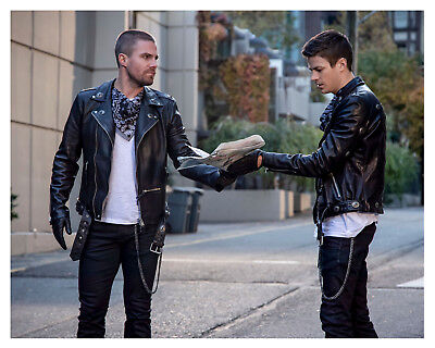 """ARROW/FLASH//SUPERGIRL-Crossover """"Elseworlds"""" S. Amell & G. Gustin 8x10 Photo"""