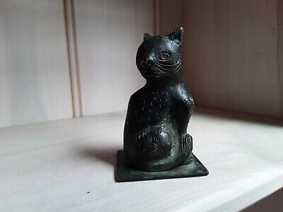 Chinese bronze antique cat figure