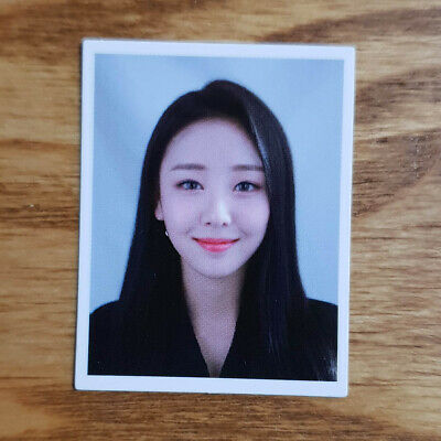 Yves Loonaverse Concert Official MD Loona ID Photocard Monthly Girl Kpop