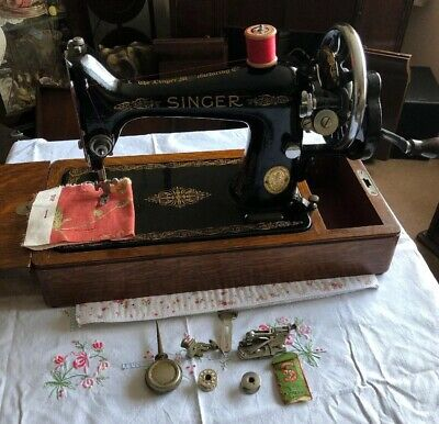 Vintage Singer 99k Sewing Machine With Case & Accessories  1947