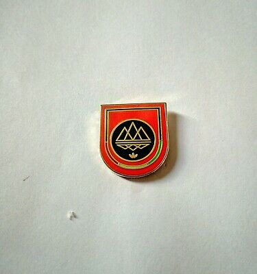 Adidas badge Originals Spezial spzls spzl shield pin