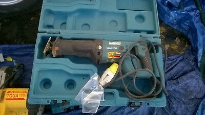makita recipricating saw only used     110  volt       good  working  order  020