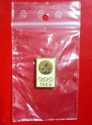 1964 Olympic Games Tokyo Original USSR CCCP RUSSIA Collectible ATHLETICS Pin