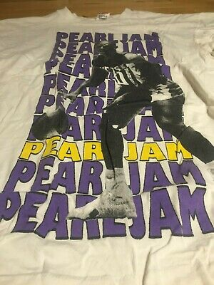PEARL JAM - Original 1991 t-shirt featuring NJ Nets Mookie Blaylock - XL - Rare