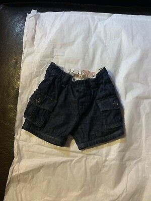 burberry  unisex  shorts size 9 months In excellent condition preowned
