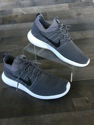check out 7c98f a9d0e Nike Men s Gray Sneakers Size 10