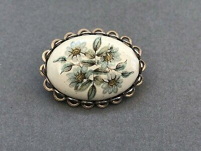 Lovely Daisy Brooch, Painted Ceramic Porcelain Pin, Dainty Vintage Jewellery