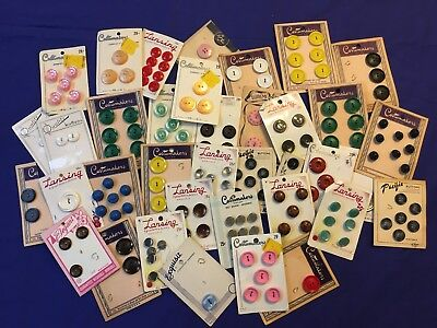 Vintage Buttons - Costumakers La Chic Lansing Pacific - Carded (#355)