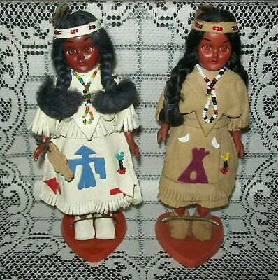 2 x VINTAGE 'CARLSON' NATIVE AMERICAN DOLLS ON STANDS papooses on back 19.5cm