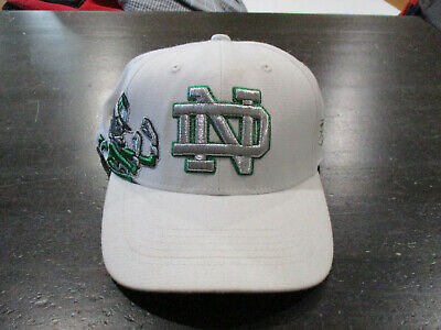 28675c00ec683 NEW Notre Dame Fighting Irish Fitted Hat Cap White Green Stretch Fit  Football