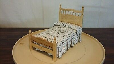 Town Square Miniature Dollhouse Bed & Mattress With Flower Print Lite Wood Grain