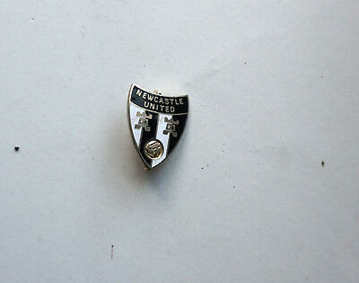 Nice vintage Newcastle United enamel Pin Badge
