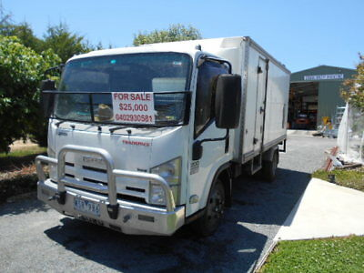 Isuzu Truck NPR 200  2008 MODEL Van Pan tech Body Car license applies. Exc cond.