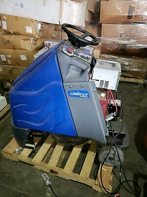 Windsor Chariot iScrub 20 Ride-On Floor Scrubber With Batteries